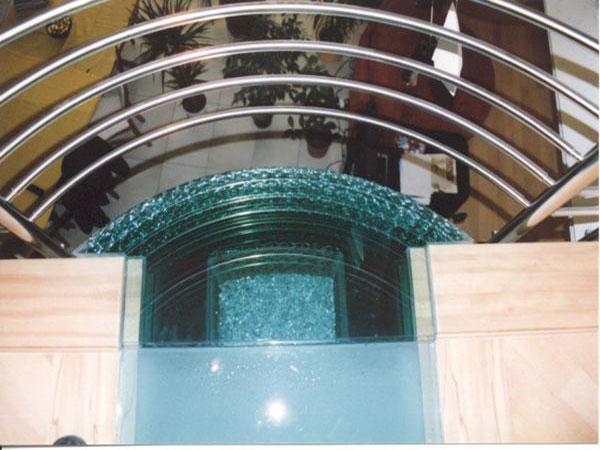 Járható üvegfelületek