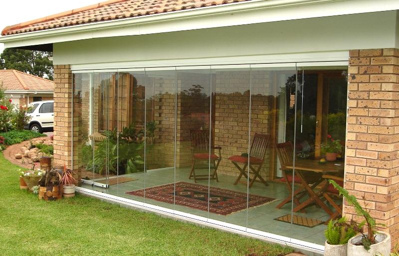 Lapozható üvegfal teraszra