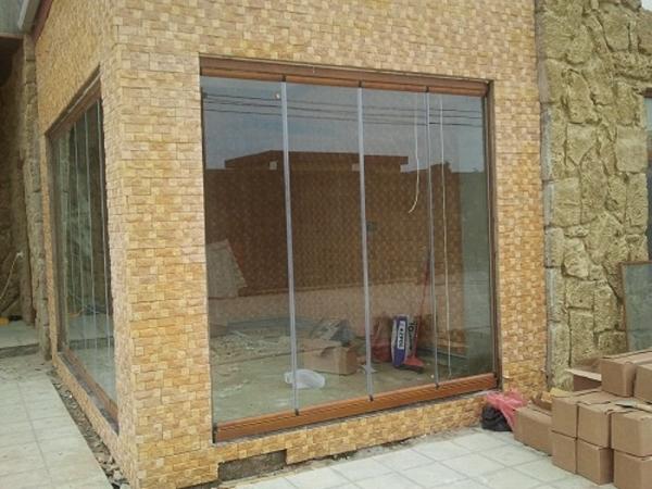 Terasz beépítés lapozható üvegfallal