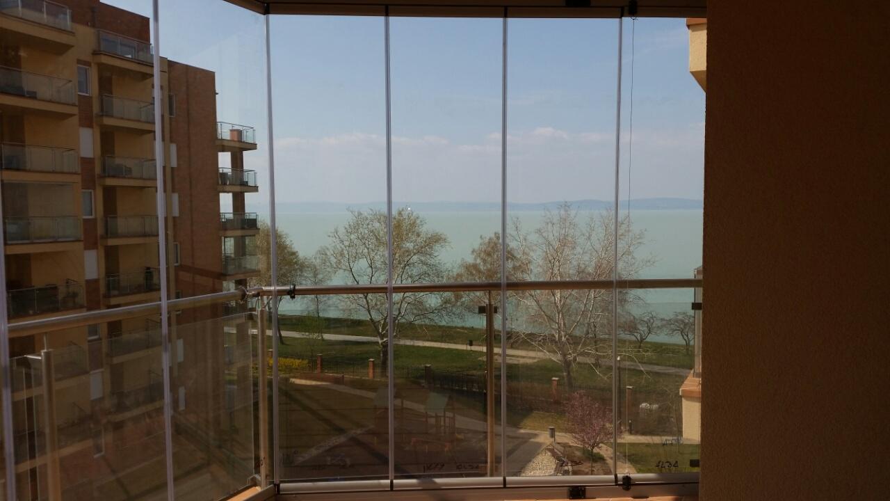 Üvegfal és üvegkorlát teraszra