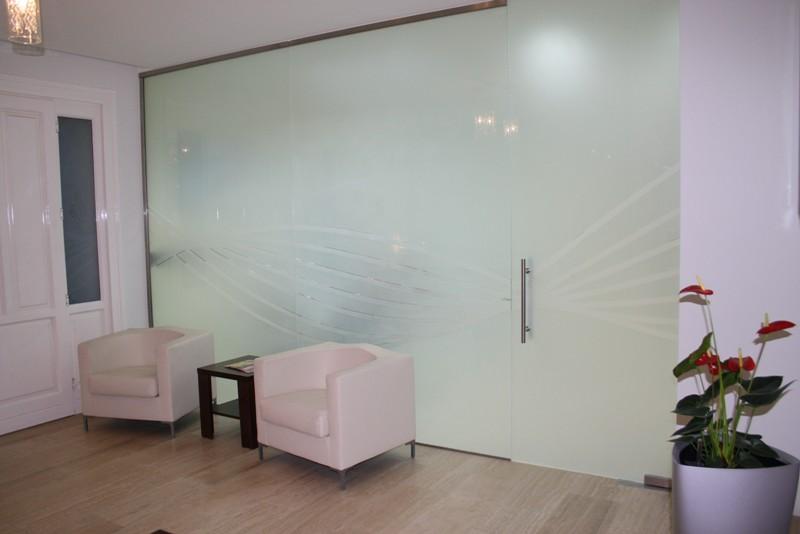 Üvegajtó és üvegfal dekor mintázott