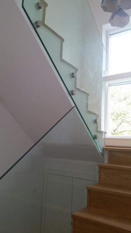 Üvegkorlát lépcsőhöz