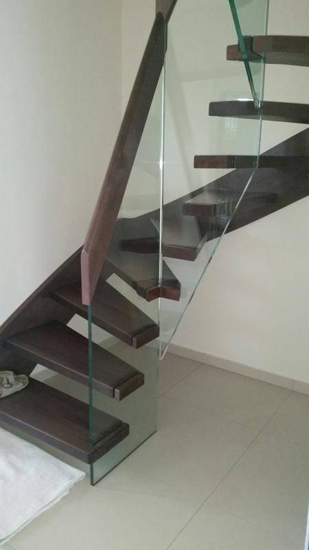 Üvegkorlát csigalépcsőhöz