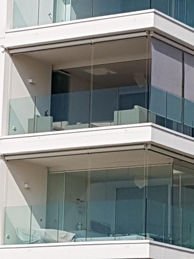 Lapozható üvegfal erkélyen