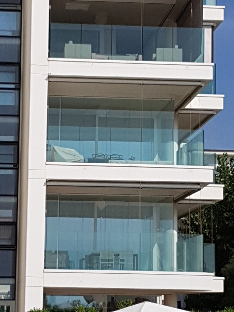 olcsó Lapozható üvegfal erkélyen