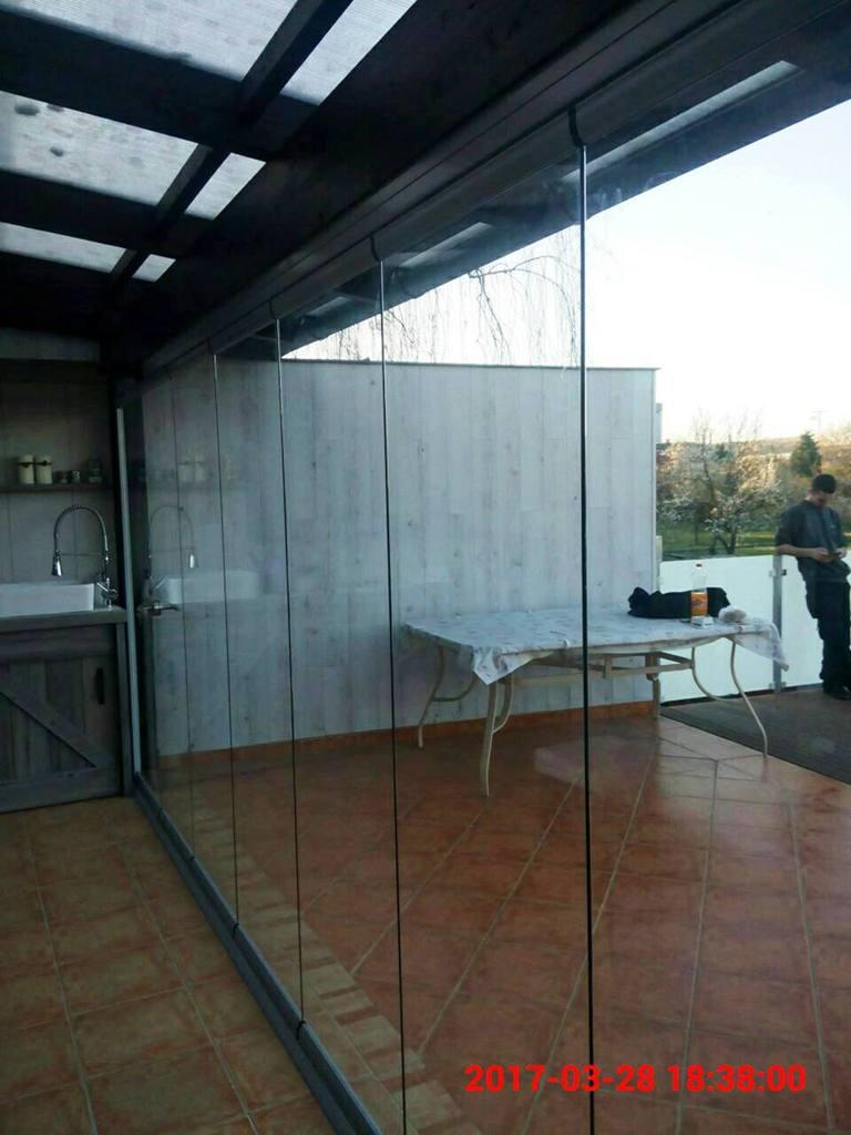 Lapozható üvegfal