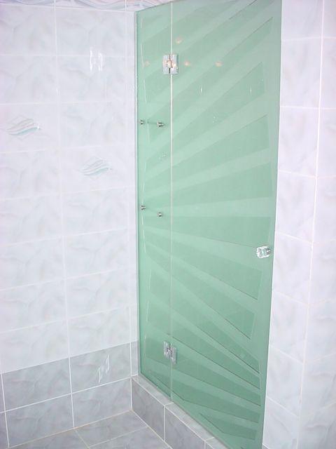 Zuhanykabin nyíló ajtós