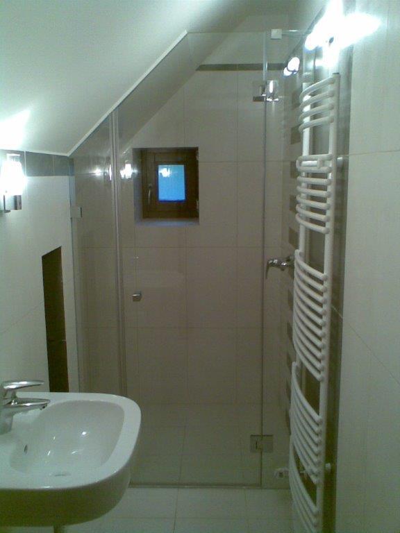 Tetőtéri üveg zuhanykabinok
