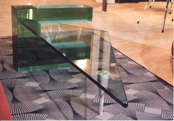Üvegasztal egyedi elképzelés alapján