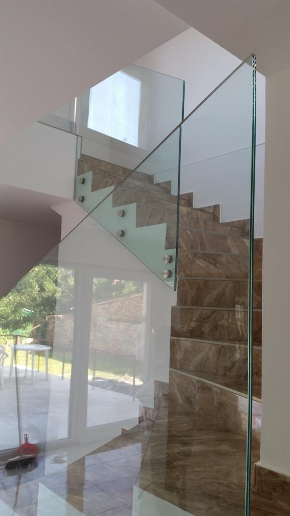 Üvegkorlátgyártás