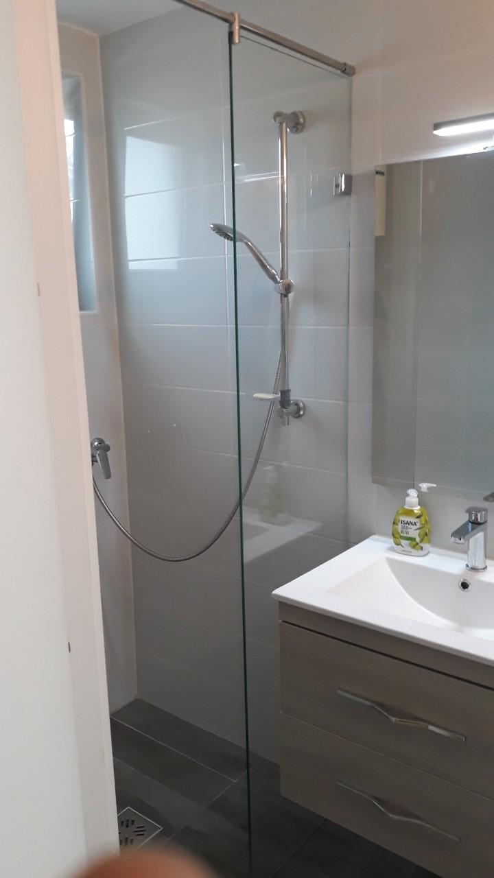Zuhanyfal fix