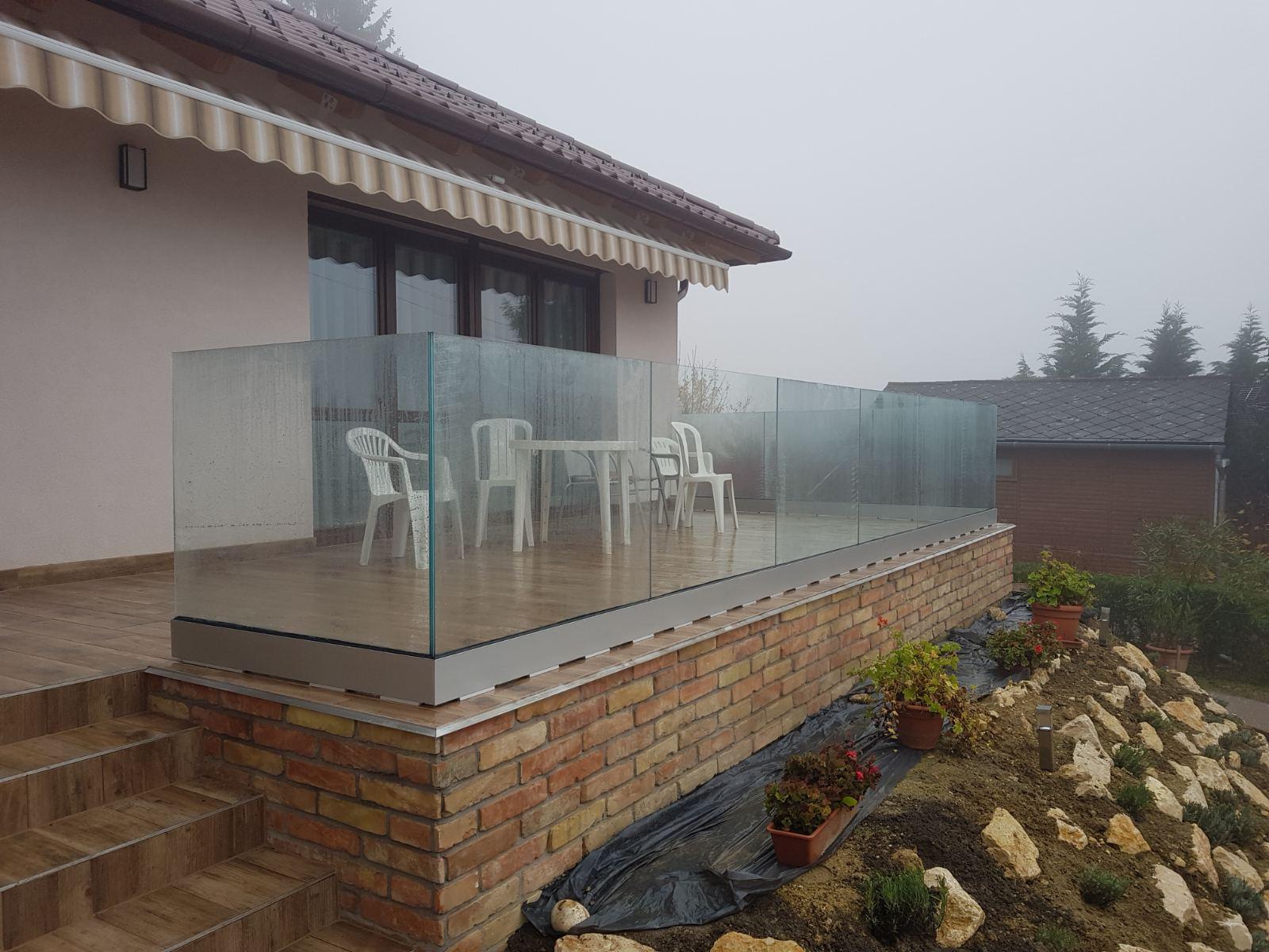 Üvegkorlát teraszra
