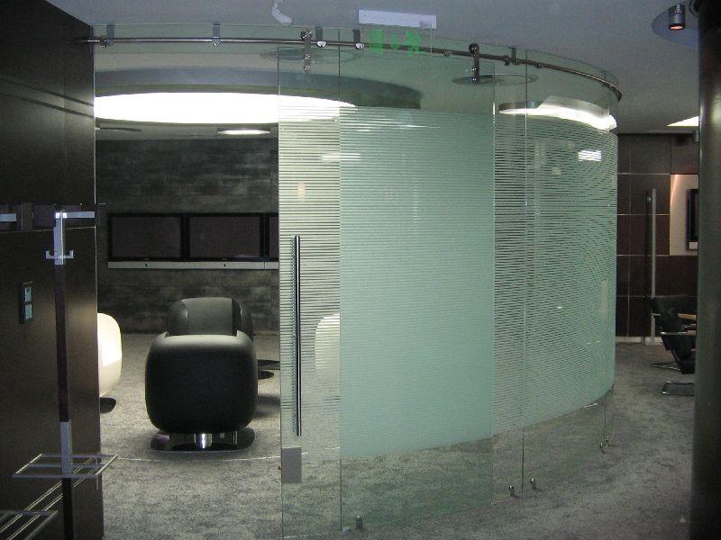 Hajlított üveg tolóajtó