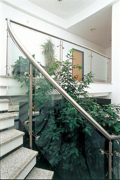 Üvegkorlát hajlított kivitelbengyártás